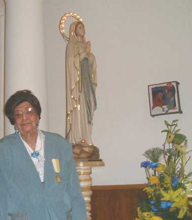 Esther Weinstein with statue of Virgin Mary